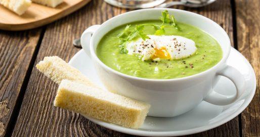 uovo alla coque su vellutata di broccoli